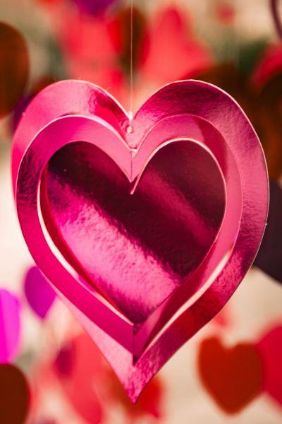 Metallic spinning heart